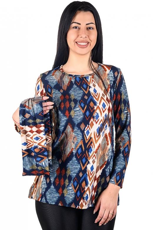Удобна туника за ежедневието със сваляща яка от финно плетиво.