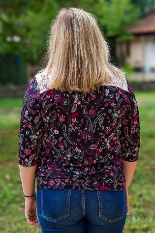 Макси блузка с красиви орнаменти и дантела (лилав)