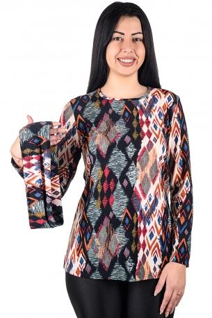 Удобна туника за ежедневието със сваляща яка от финно плетиво