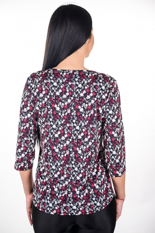 Весела блуза на стини цветчета.