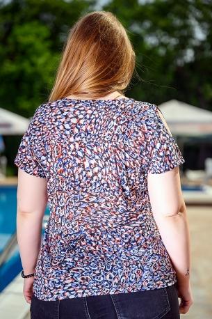 Блуза от горена вискоза с голо рамо (шарен)