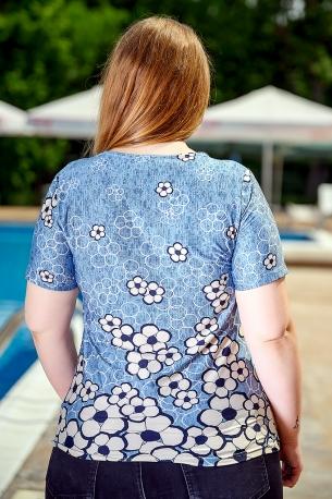 Свежа блуза с оригинален принт (син)